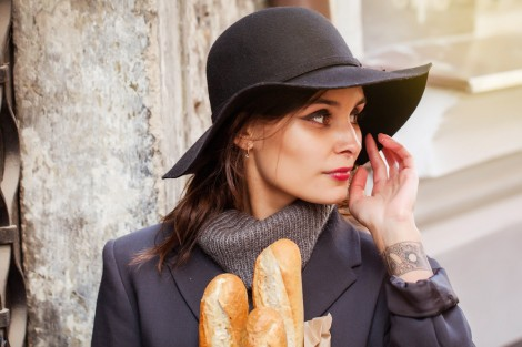 Woman with baguette. © Rebeca Plantier