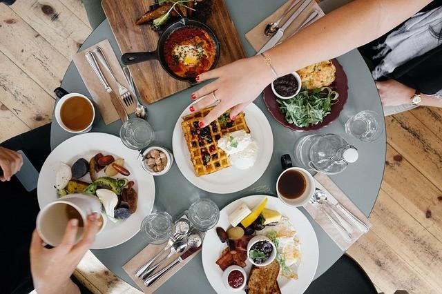 brunch-food-table