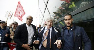 French bashing: Air France manager's shirt ripped off