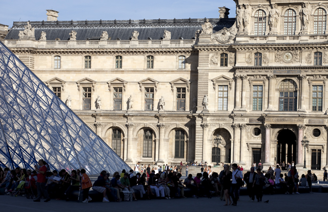 indoor activities for children: Louvre