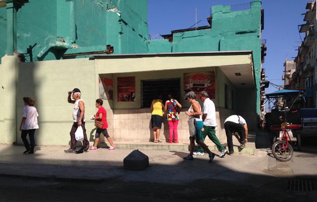 Street in Havana, Cuba © Alexis Duclos