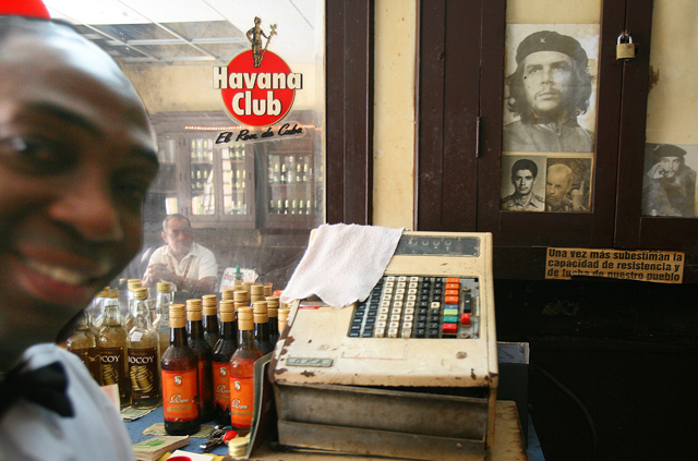 Cubans love their leader Fidel Castro and their country © Alexis Duclos