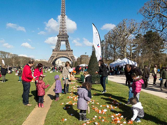 Easter in Paris - Chasse aux Oeufs Paques Tour Eiffel