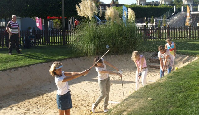 play golf in Paris