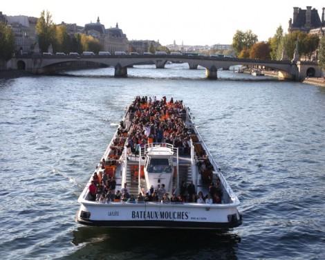 Outdoor Activities in Paris - boat tour