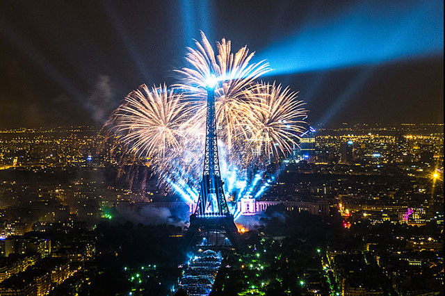 fireworks-Eiffel Tower