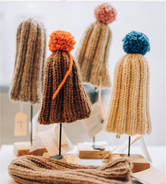 Organic bonnets knitted by Finnish grandmothers © Merci